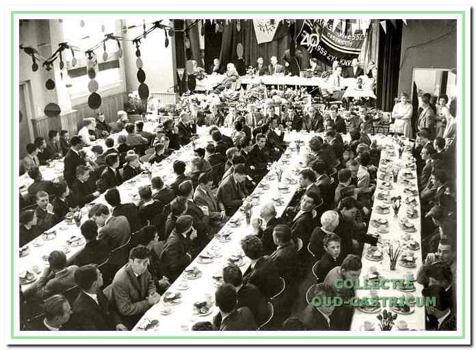 Het traditionele gezamenlijke ontbijt in 1962.