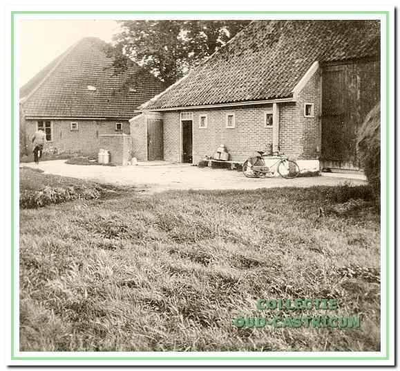 Het boerenleven van Marijtje Hogenstijn - Modder met dochter Bets rond de boerderij.