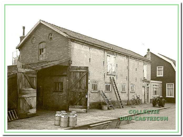 De melkinrichting van Bal Lute aan het Schoutenbosch in gebruik bij veehouder J.C. Twisk.