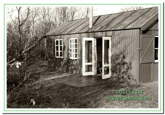 Het 'huisje van Sandberg', waar de jonkheren Sandberg en Röell meestal verbleven, stond achter 'Kijk Uit'. Het was zowel met antiek als met modern meubilair ingericht (foto Stedelijk Museum).
