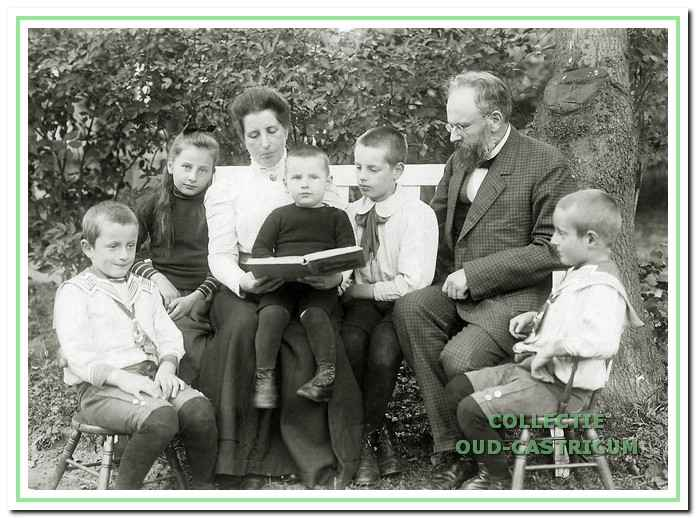 Het gezin Jacobi, van links naar rechts Wim, Miep, moeder Tine, Ernst, Hein, vader Jan Willem en Ab.