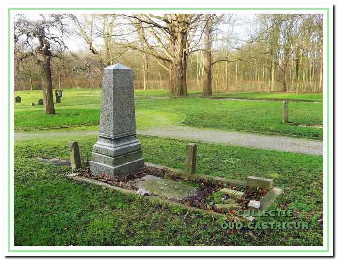 Het vervallen en geschonden graf van dr. Jacobi.
