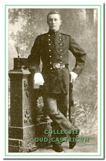 Gerrit Veldt, geboren in 1883 op de boerderij 'De Plaats' in Noordend, was er trots op dat hij het als jongen van het platteland met alleen lagere school tot sergeant had gebracht.