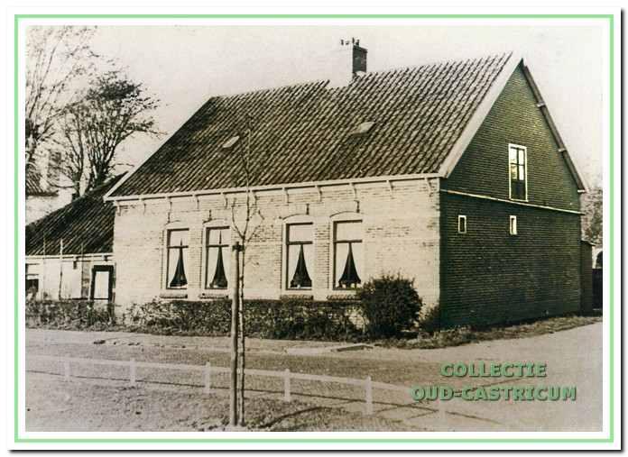 Eind 1944 mocht het gezin weer terug naar het vertrouwde huis aan de Ruiterweg 57.