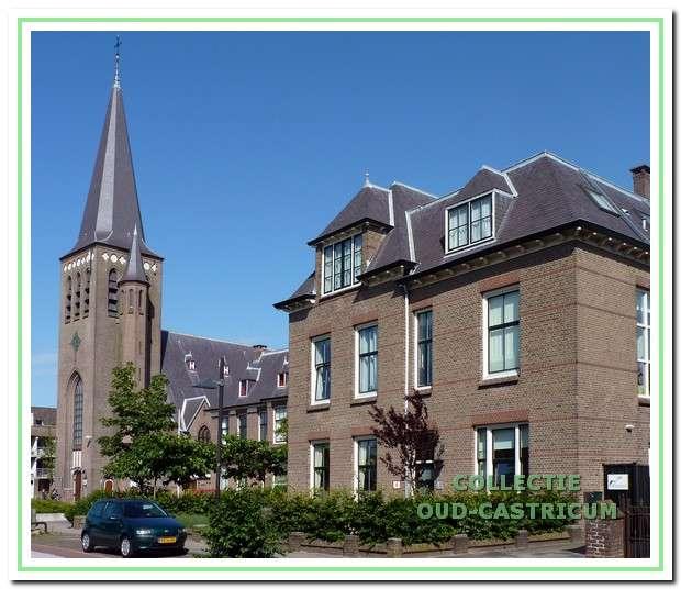De St. Pancratiuskerk in Castricum met pastorie en zusterhuis. De gebouwen zijn nu (in 2010)  zo'n 100 jaar oud.