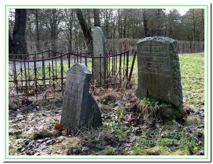 De grafstenen van de broertjes Gerrit en Henk Koeman.
