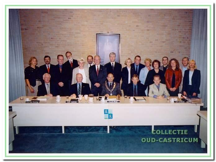 Gemeentebestuur in december 2001. Bijzondere raadsvergadering ter afsluiting van de huidige bestuursperiode en de huidige gemeente.