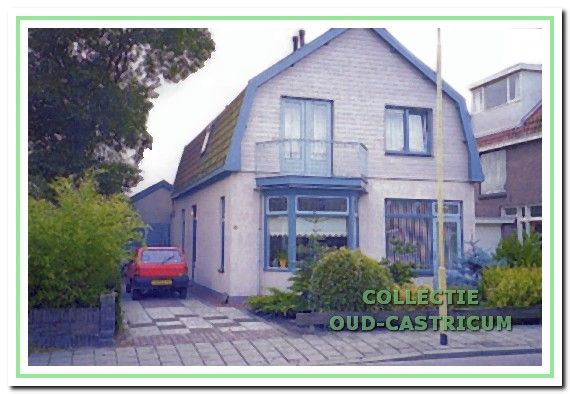 Het woonhuis van de familie Boesenkool in de Geelvinckstraat met daarachter het pand waar de drukkerij gevestigd was.
