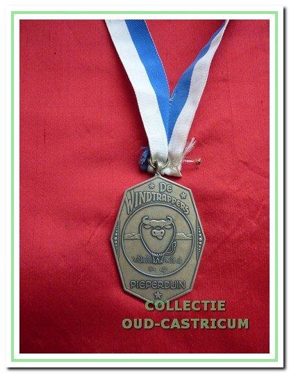 De fel begeerde onderscheiding 'Orde van de Luie Bul' die meestal in het gemeentehuis werd uitgereikt.
