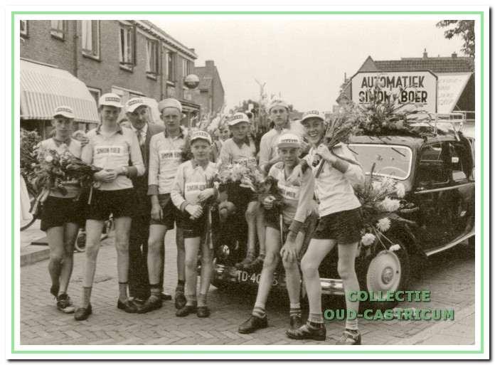 De ploeg van Simon Boer werd winnaar van de eerste fietstocht.