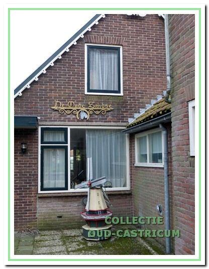 De oude smederij heeft Engel in 1983 grotendeels eigenhandig verbouwd tot woning.