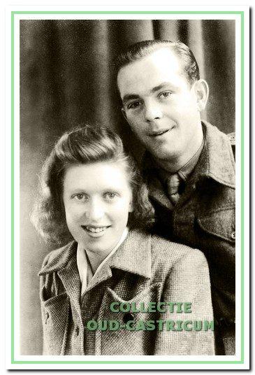 Een foto van Engel en zijn verloofde Ank Buur gemaakt in 1946 kort voor zijn vertrek als dienstplichtige naar Indië.