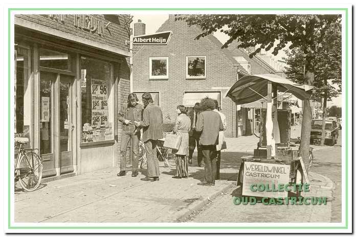 Actie tegen de verkoop van Angola-koffie voor de toenmalige winkel van Albert Heijn in de Torenstraat.