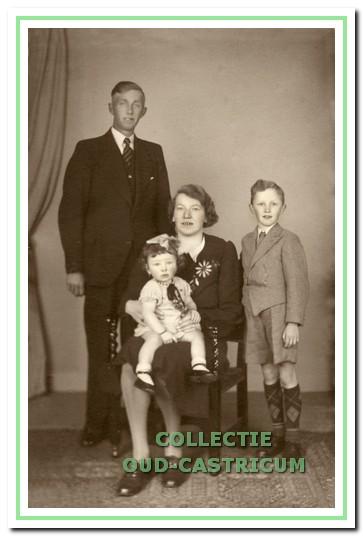 Het gezin van Arie Hageman omstreeks 1943.