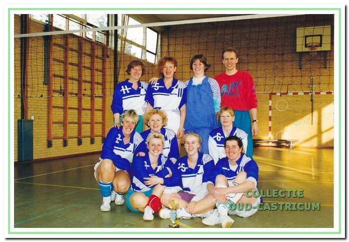 Het eerste damesteam van Dynamo dat in 1993 kampioen werd in de eerste klasse.