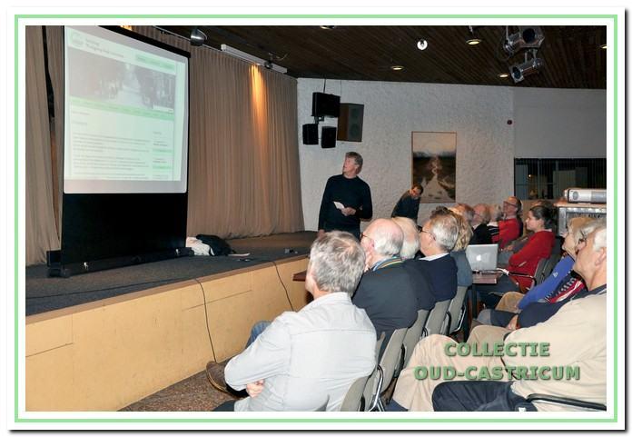 November 2011: Rino Zonneveld presenteert de nieuwe website op de donateursavond.