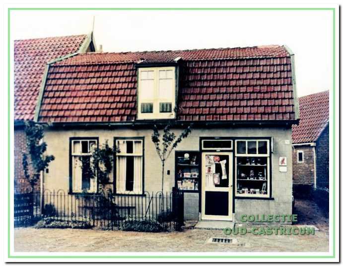 Het kruidenierswinkeltje van de familie Hoek.