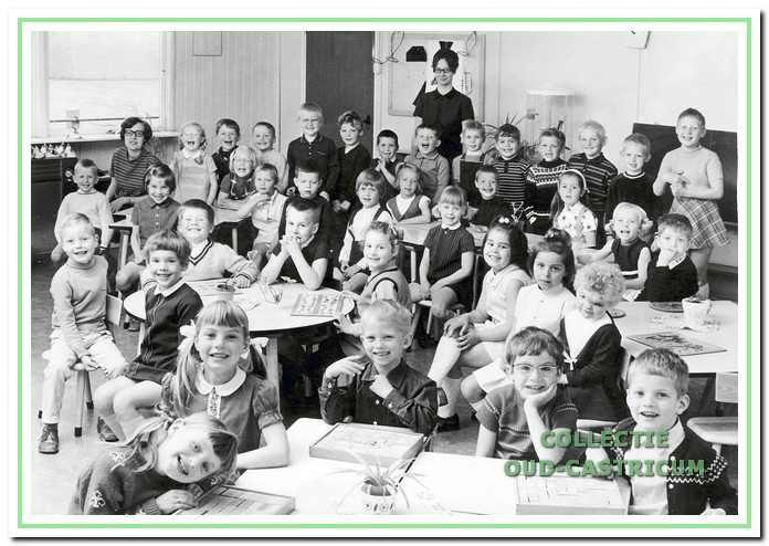 leuterklas Paulusschool aan de Eerste Groenelaan 88 in Castricum, 1974.