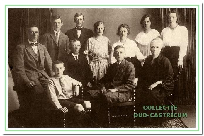Het gezin Wentink rond 1920.