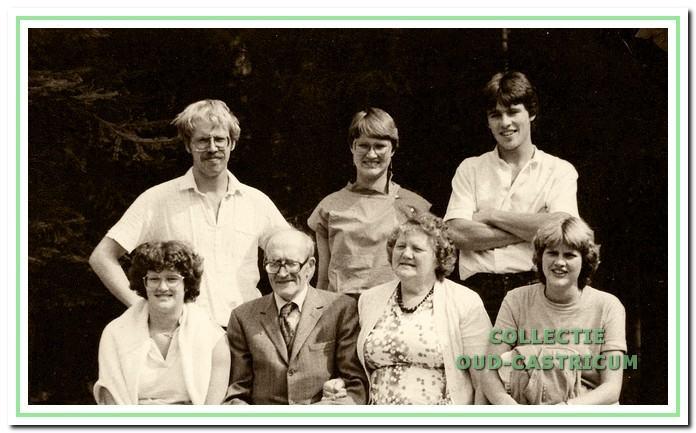 Het gezin van Jaap Kuijs en Marie Bleijendaal met aanhang omstreeks 1980.
