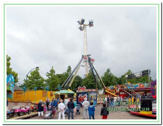 Voorbeeld van een hoge en snelle attractie, ook op de kermis van 2014.