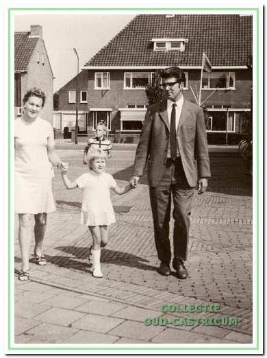 """Werkgroeplid Tom Heijjer (1938) verhuisde in 1969 naar Castricum. Een jaar later bezocht hij met zijn vrouw Ria en dochter Annemieke voor het eerst de kermis op De Brink: """"Dat was heel anders dan de kermissen in Amsterdam die we gewend waren. Daar maakte je een rondje en ging je weer naar huis. We hoorden ervan op dat sommige mensen hier het hele jaar spaarden om kermis te vieren en dan drie dagen 'onder water' waren."""""""