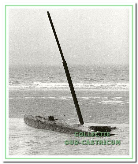 De Salamander is in 1910 gestrand en er zijn diverse pogingen gedaan om het Duitse oorlogsschip te bergen, de laatste keer in 1980, maar de boot is niet van zijn plek gekomen.