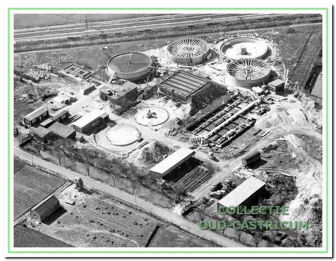 De bouw van de waterzuivering waar het rioolwater werd gezuiverd. Heemstederweg 3 in Castricum, 1939.