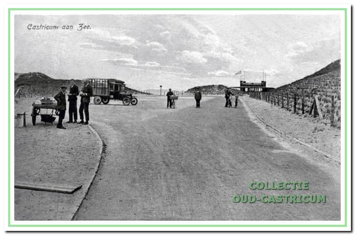 Het strandplateau in 1927 met op de achtergrond 'Armeria'.
