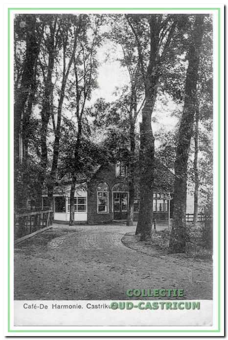 Café 'De Harmonie' (nr 39) van Piet Schotvanger in 1910.