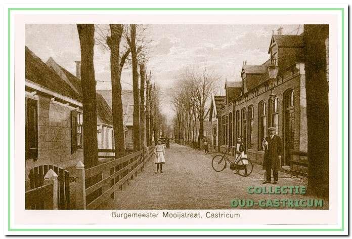 Het 'Kruisgebouwtje' aan de Burgemeester Mooijstraat 14, waar tot 1959 het uitleenmagazijn was gevestigd.