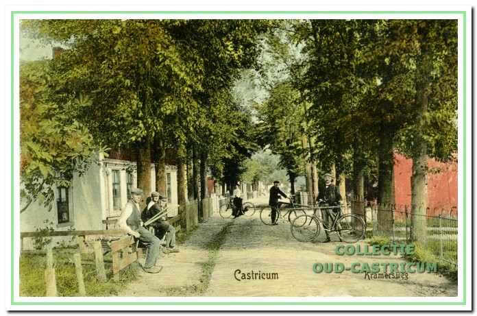 De Kramersweg in 1908, nu Burgemeester Mooijstraat, kijkende richting Dorpsstraat.