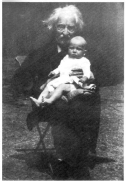 Henri Corneille Schuyt 22e ambachtsheer van Bakkum met op schoot de huidige ambachtsheer David Johannes Menno Asse Braakenburg.