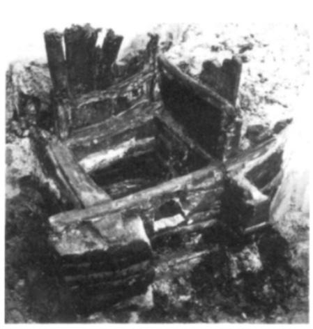 De boven- en onderbouw van put 5.
