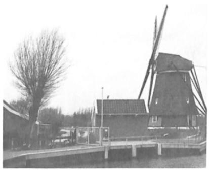 Het nieuwe gemaal naast de molenaarswoning is in 1988 in gebruik genomen en is voorzien van twee vijzelpompinstallaties.