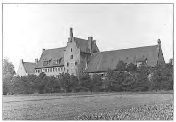 In 1934 werd op de oude abdijgronden opnieuw een abdij gesticht en in 1935 als priorij in gebruik genomen. Het gebouw is een ontwerp van architect Kropholler. In 1950 werd de kerk aan het complex toegevoegd en de priorij tot abdij verheven.