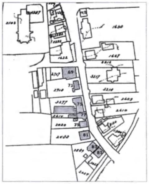 Gedeelte van kadasterkaart uit 1930, waarop de panden zijn genummerd, die wij in dit artikel zullen bespreken en die zijn gelegen aan de Dorpsstraat tussen Schoolstraat en Cieweg.