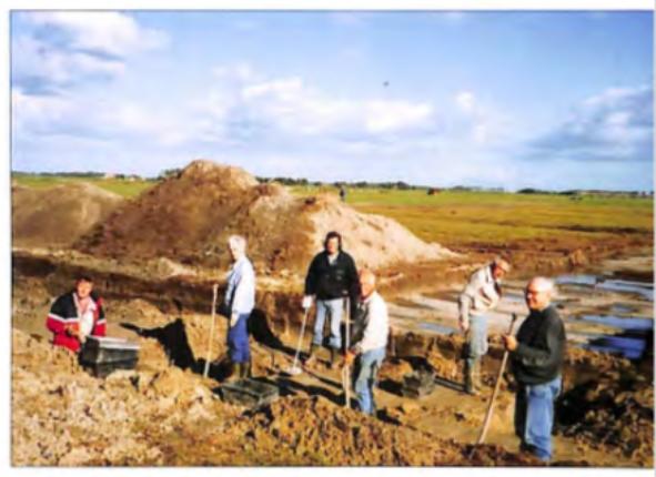 Leden van de werkgroep tijdens een opgraving in 1995 aan de Oosterbuurt.
