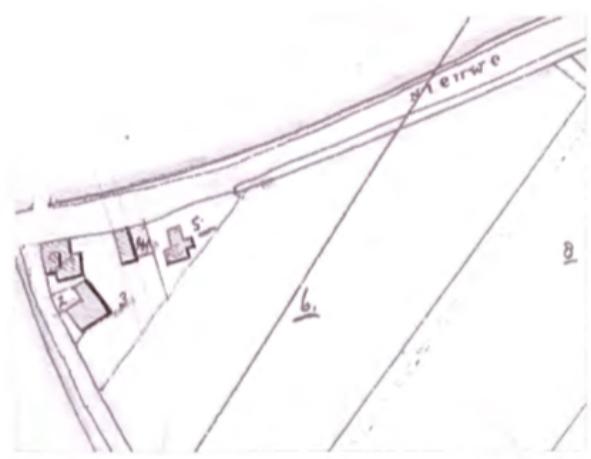 Een gedeelte van de kadasterkaart uit 1822, die een indruk geeft van de destijds bestaande bebouwing op een driehoekig stuk land, begrensd door Dorpsstraat (toen Nieuwe Weg) en de Cieweg. Aan de Dorpsstraat zijn een drietal panden gelegen met respectievelijk de kadasternummers 1, 4 en 5. Aan de Cieweg ligt een pand met kadasternummer 2.