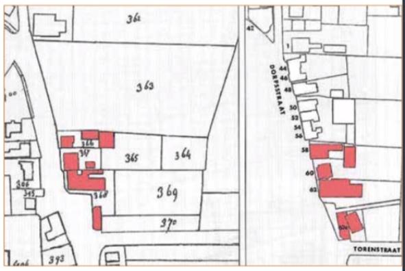Gedeelte van kadasterkaarten uit resp. 1822 (links) en 1963 (rechts), waarbij ingekleurd de panden die in dit artikel worden besproken.