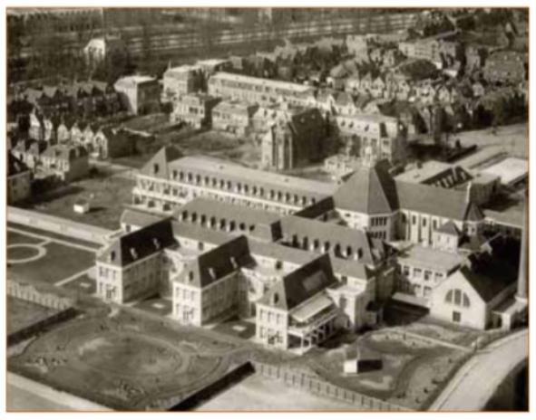Het St.Elisabethziekenhuis in Alkmaar is deels afgebroken en doet nu dienst als Zorgcentrum Westerhout. Op de achtergrond de Kennemerstraatweg.
