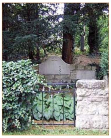 Het graf van Jan Stuyt en zijn echtgenote bij de Cenakelkerk in Groesbeek.