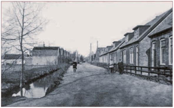 De woningen van 'Goed Wonen' aan de Bakkummerstraat, in 1919 gebouwd door aannemer A.C. Borst.