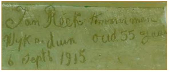 Opschrift uit 1915 aanwezig in de woning.