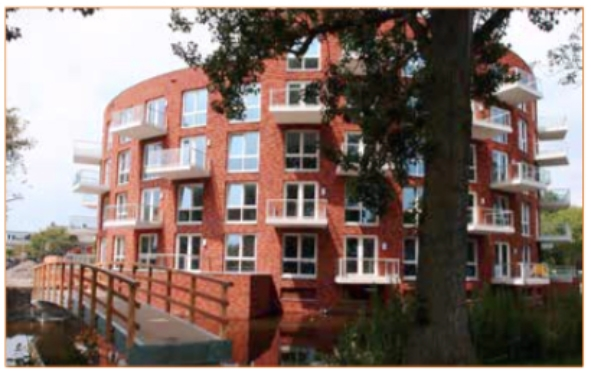 Flatgebouw Villa Rotonda op 1 september geopend door wethouder Esther Hollenberg en Dick Tromp, directeur van Kennemer Wonen