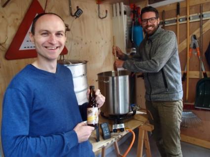 Laurens Lange (links) en Frank Brakenhoff, de brouwers van het eerste Castricumse biertje.