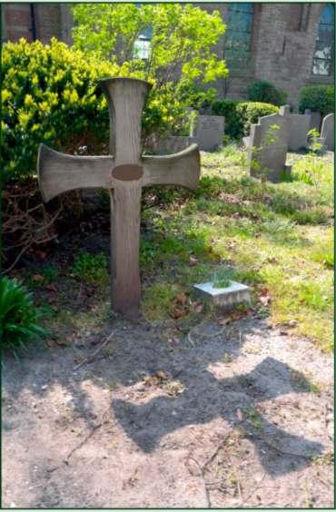 Gedenkteken Co Brandjes bij de dorpskerk naast de oorlogsgraven.