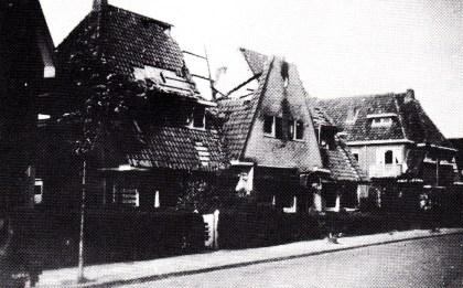 Afbeelding 3 Afgebrande woningen in de Pernestraat.