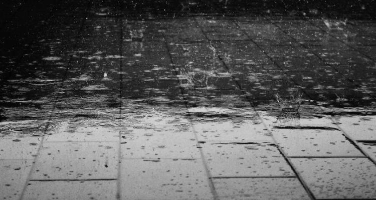 pubers en regenpakken