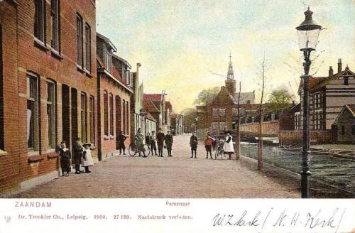 Ansichtkaart met de Parkstraat in 1904